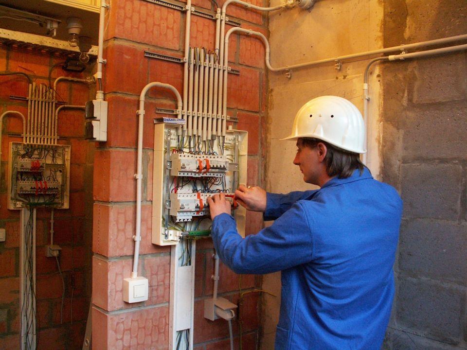 COMPÉTENCES ACQUISES EN FIN DE FORMATION Concevoir et réaliser une installation électrique résidentielle Câbler un TGBT Raccorder une Minuterie – un T