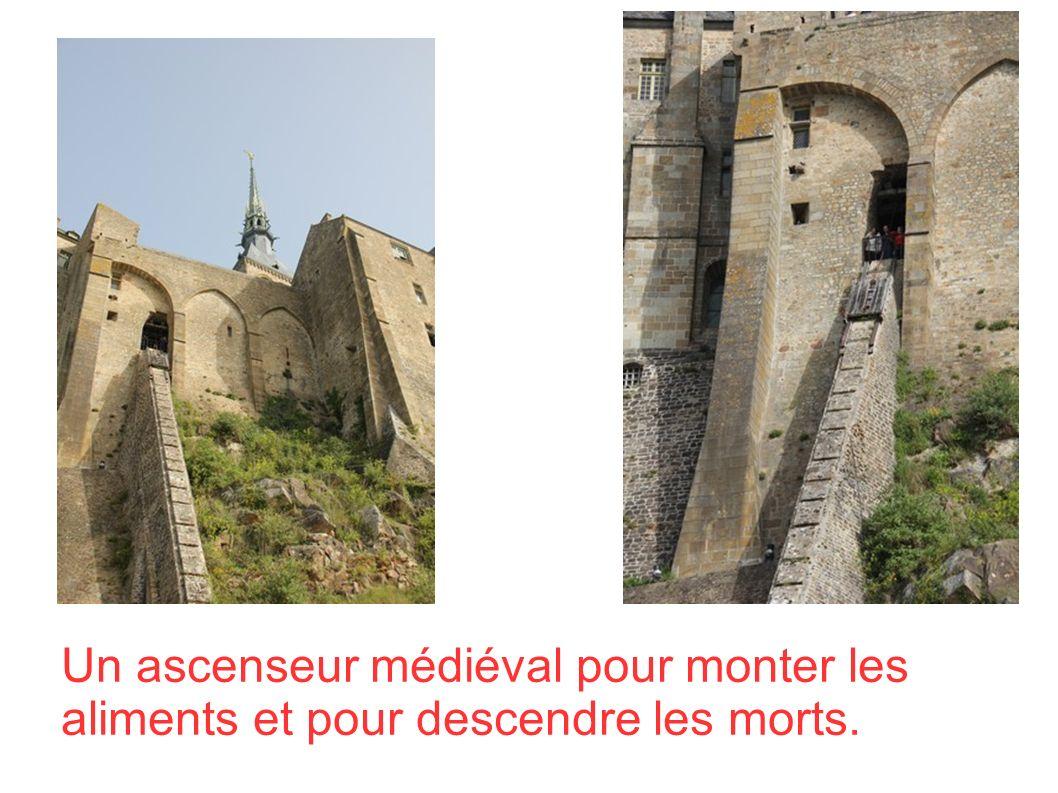 Un ascenseur médiéval pour monter les aliments et pour descendre les morts.