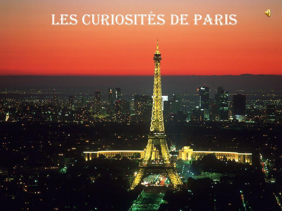 Dans Paris il y a une rue Dans cette rue il y a une maison Dans cette maison il y a une chambre Dans cette chambre il y a une table Sur cette table il y a un plan C`est un plan de Paris
