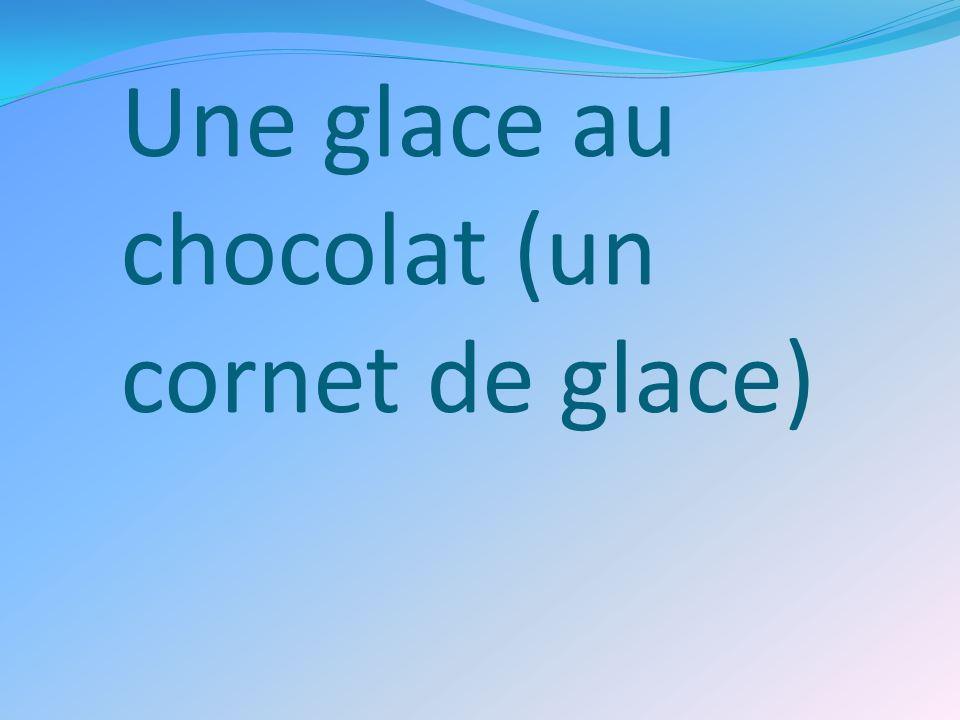 Une glace au chocolat (un cornet de glace)