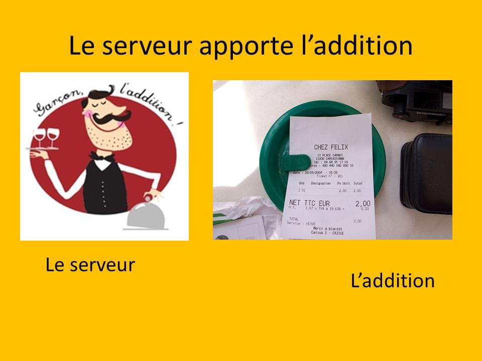 Le serveur apporte laddition Le serveur Laddition