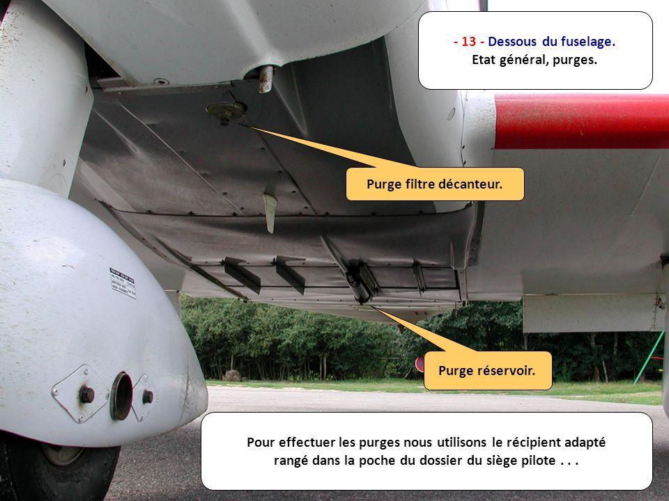- 13 - Dessous du fuselage. Etat général, purges. Purge réservoir. Purge filtre décanteur. Pour effectuer les purges nous utilisons le récipient adapt