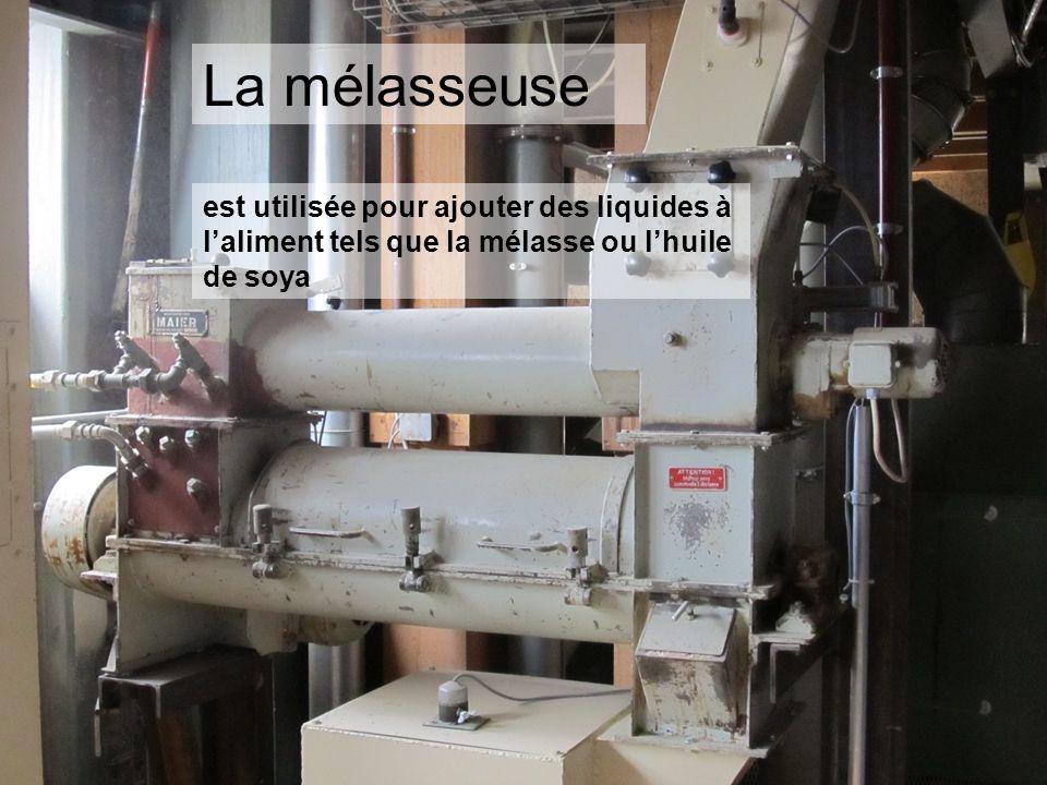 La mélasseuse est utilisée pour ajouter des liquides à laliment tels que la mélasse ou lhuile de soya