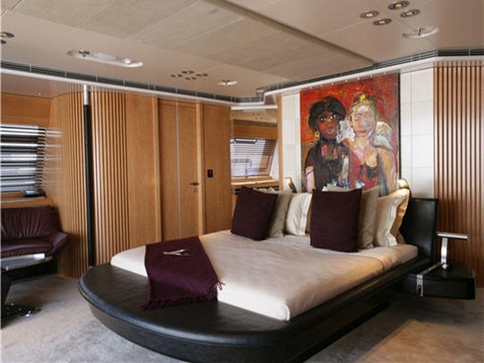 Six cabines à bord Toutes les cabines comportent des peintures et offrent un confort inouï