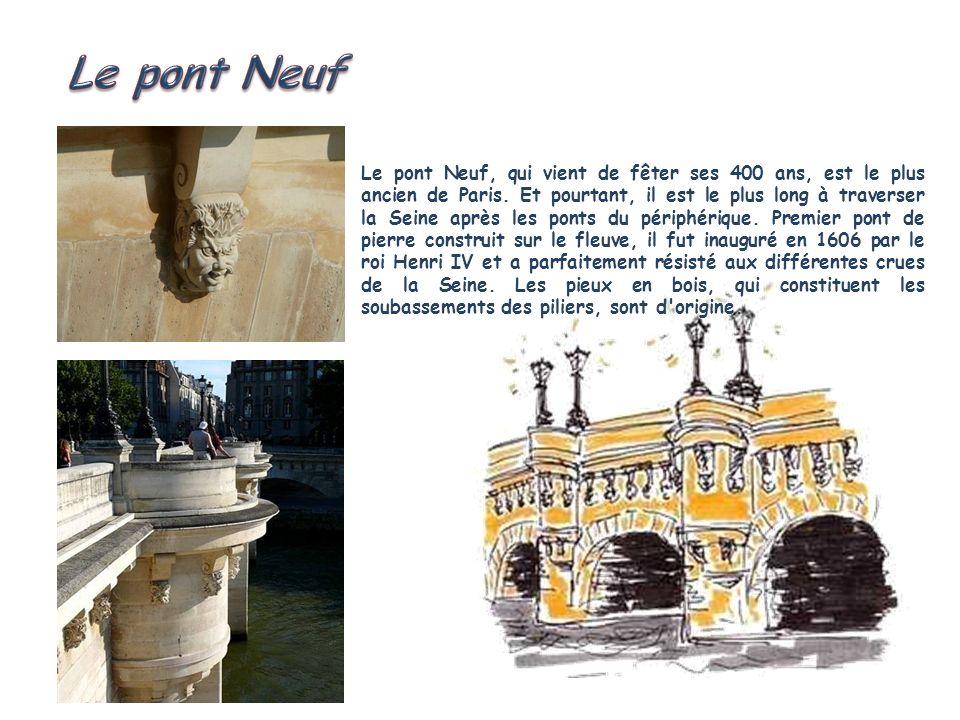 Le pont de la Tournelle est volontairement dissymétrique, afin de mettre en valeur la dissymétrie du paysage de la Seine à cet endroit. Composé d'une