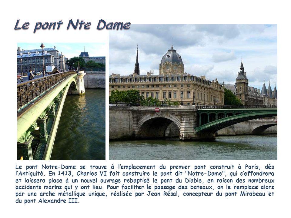 Le pont au Change relie l'Ile de la Cité, au niveau de la Conciergerie, à la place du Châtelet. Construit au IXe siècle, le premier pont au Change tie