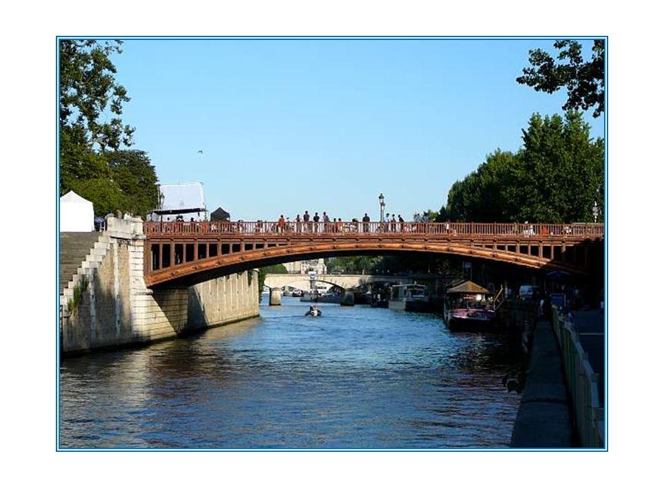 Le Pont au Double tient son nom du double denier dont il fallait sacquitter pour lemprunter. Cest en 1515 quun premier pont est construit à cet emplac