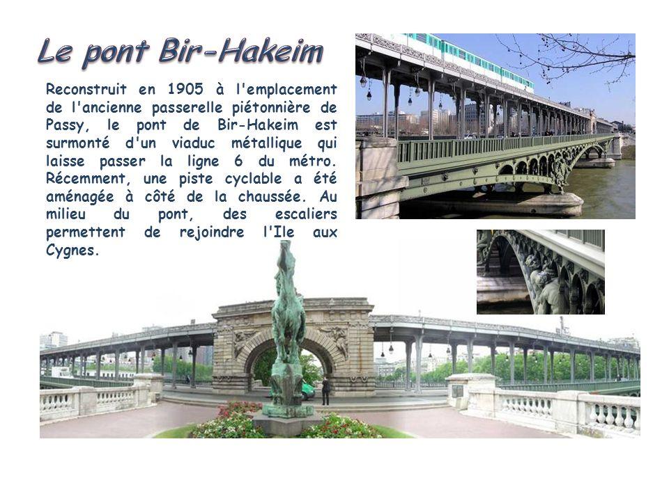 Reconstruit en 1905 à l emplacement de l ancienne passerelle piétonnière de Passy, le pont de Bir-Hakeim est surmonté d un viaduc métallique qui laisse passer la ligne 6 du métro.