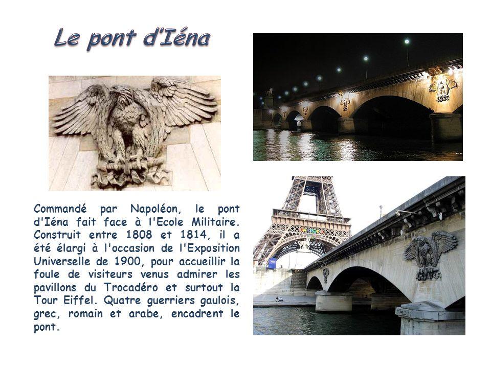 Reconstruit en 1905 à l'emplacement de l'ancienne passerelle piétonnière de Passy, le pont de Bir-Hakeim est surmonté d'un viaduc métallique qui laiss