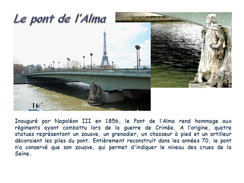Inauguré par Napoléon III en 1856, le Pont de lAlma rend hommage aux régiments ayant combattu lors de la guerre de Crimée.