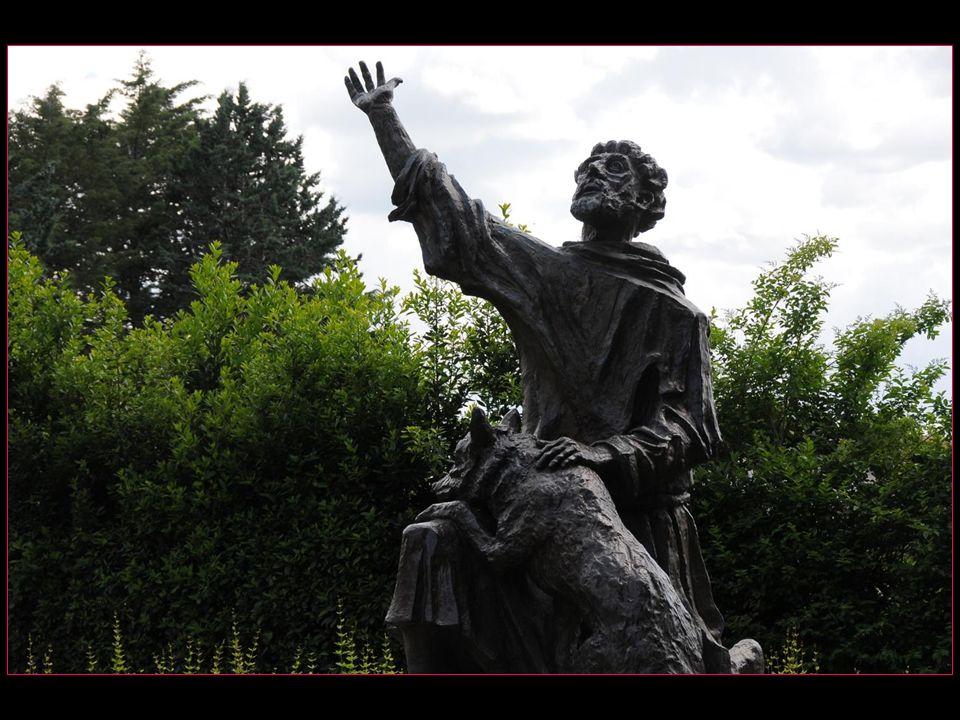 Les Fioretti de Saint François nous racontent comment les habitants de la ville avaient peur dun loup rodant dans les environs et que le Saint allant à la rencontre de la bête le convertit à la sagesse en lui disant :