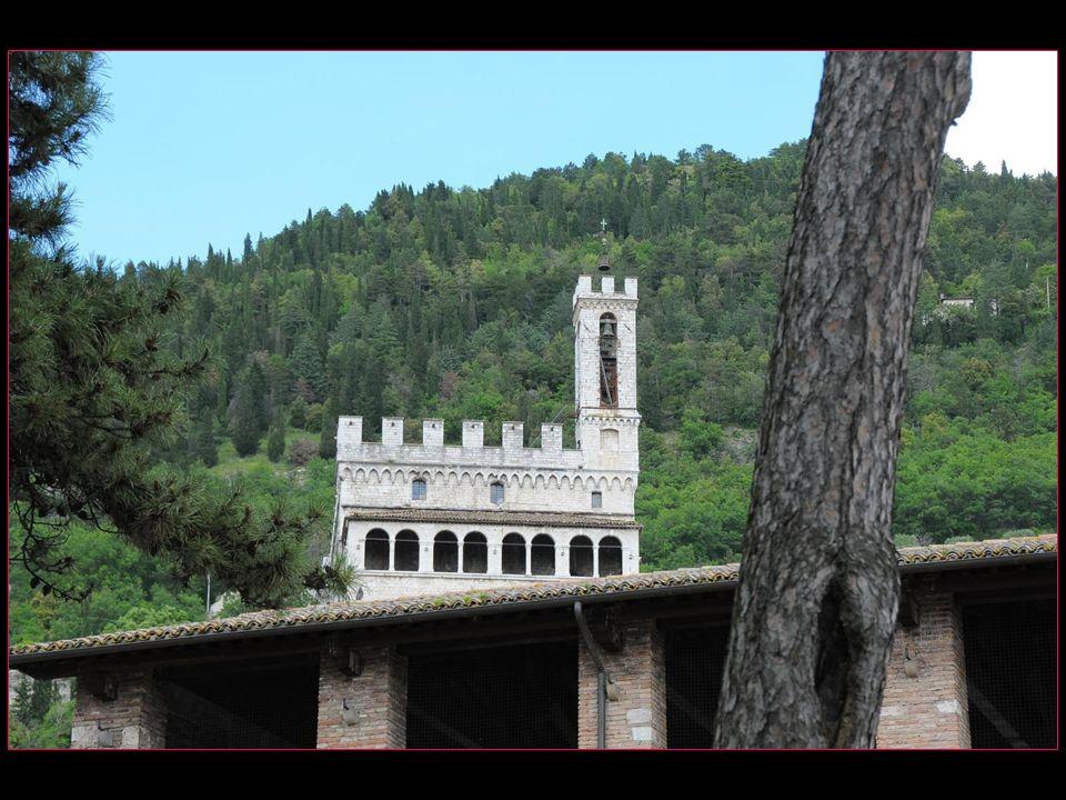 Le Palais des Consuls en italien Le Palazzo dei Consoli fut construit entre 1332 et 1337 sur les plans dAngelo da Orvieto