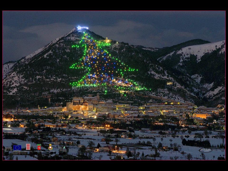 Le sapin de Noël de Gubbio, créé dès 1981, est considéré dès 1991 par le Guinness book comme le plus grand sapin de Noël du monde