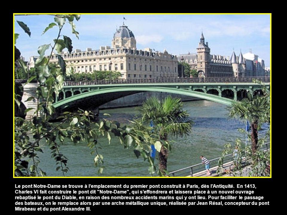 Reliant la place Saint-Michel, sur la rive gauche, à l'Ile de la Cité, le pont Saint-Michel a été bâti et démoli plusieurs fois depuis 1378, avant d'ê