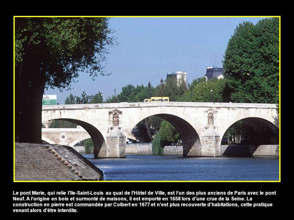 Le pont Marie, qui relie lIle-Saint-Louis au quai de lHôtel de Ville, est lun des plus anciens de Paris avec le pont Neuf.