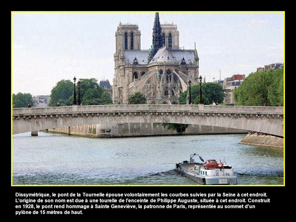 Le pont Marie, qui relie lIle-Saint-Louis au quai de lHôtel de Ville, est lun des plus anciens de Paris avec le pont Neuf. A lorigine en bois et surmo