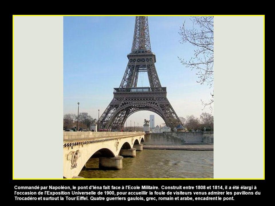 Commandé par Napoléon, le pont d Iéna fait face à l Ecole Militaire.
