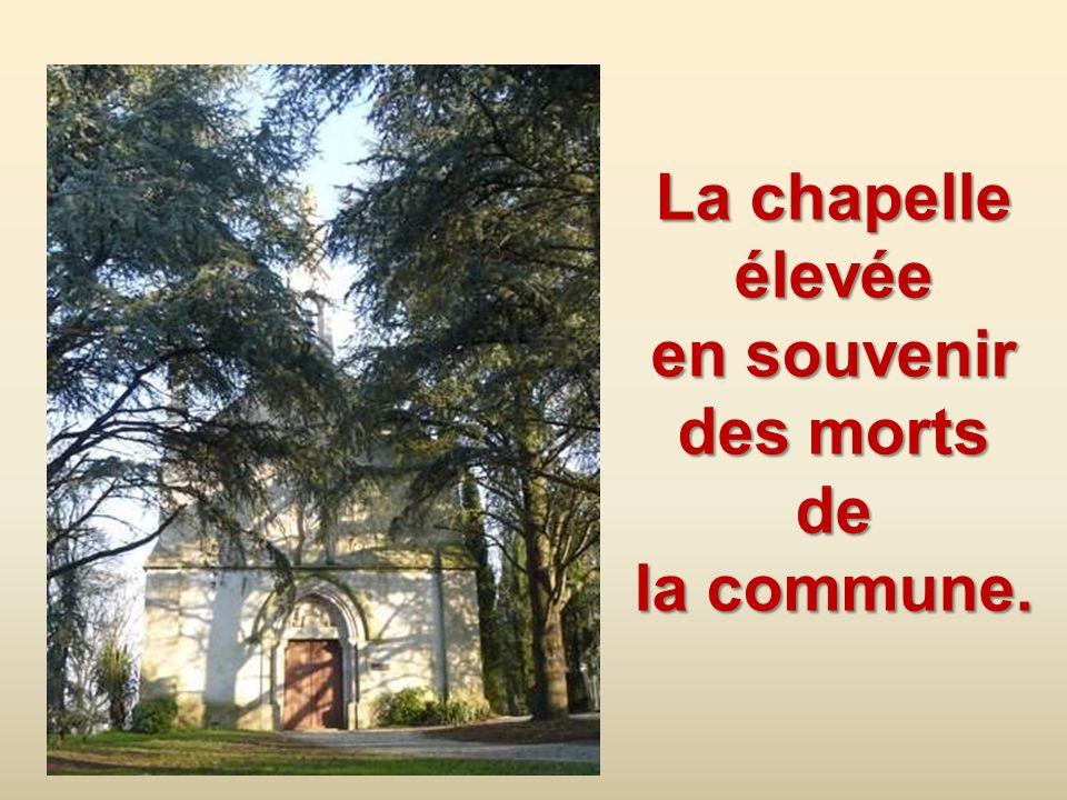 Plaque commémorative à lintérieur de léglise, rappelant le massacre des 564 paroissiens, dont 110 enfants de moins de 7 ans. La plus jeune Louise MINA