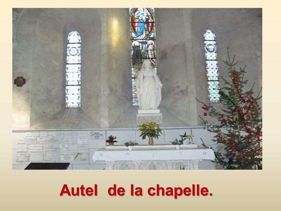 Plaque posée sur la chapelle de lassociation du Souvenir vendéen.