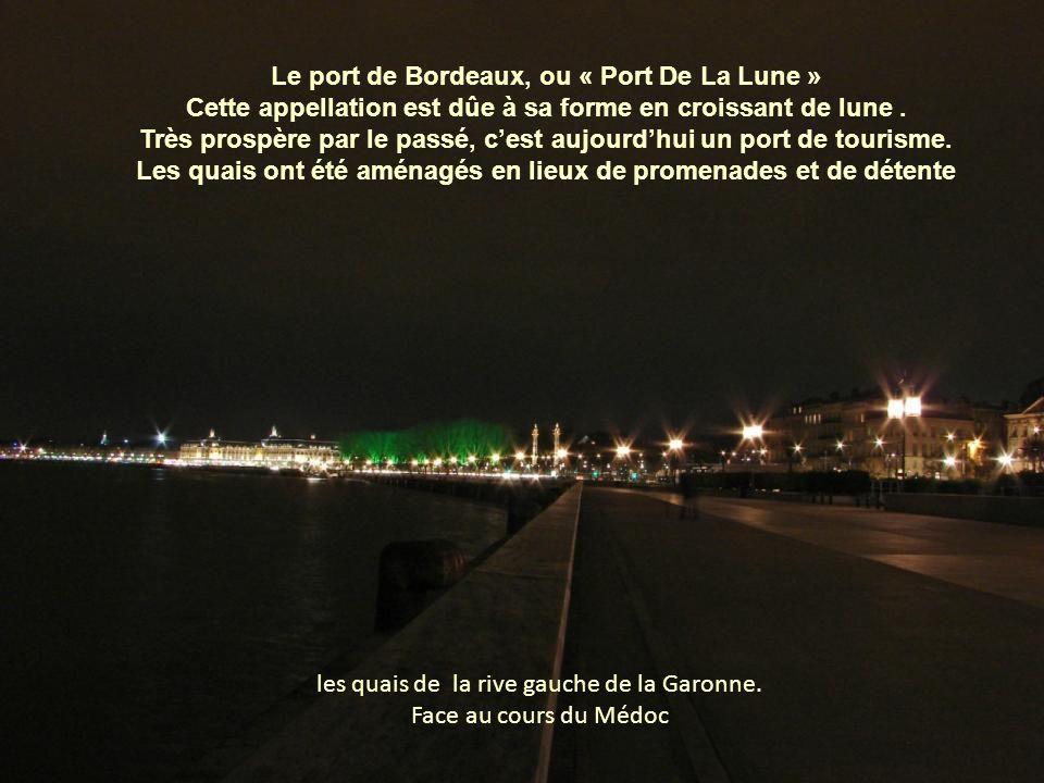 Premier pont sur la Garonne, il est construit sur ordre de Napoléon 1er entre 1810 et 1822 Il compte dix-sept arches (nombre de lettres dans le nom de