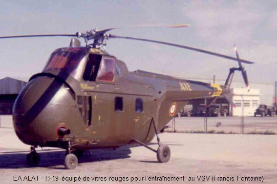 EA ALAT - H-19 équipé de vitres rouges pour lentraînement au VSV (Francis Fontaine)