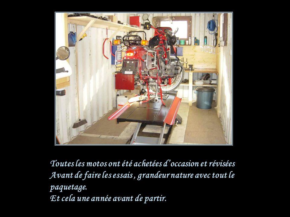 Les motos Marque : BMW R 80 GS Paris Dakar Cylindrée : 1000 / Année 1990 Carturant : Benzine Pneus Michelin 80% route 20% terrain, vieillis pendant 4 ans pour les durcir.