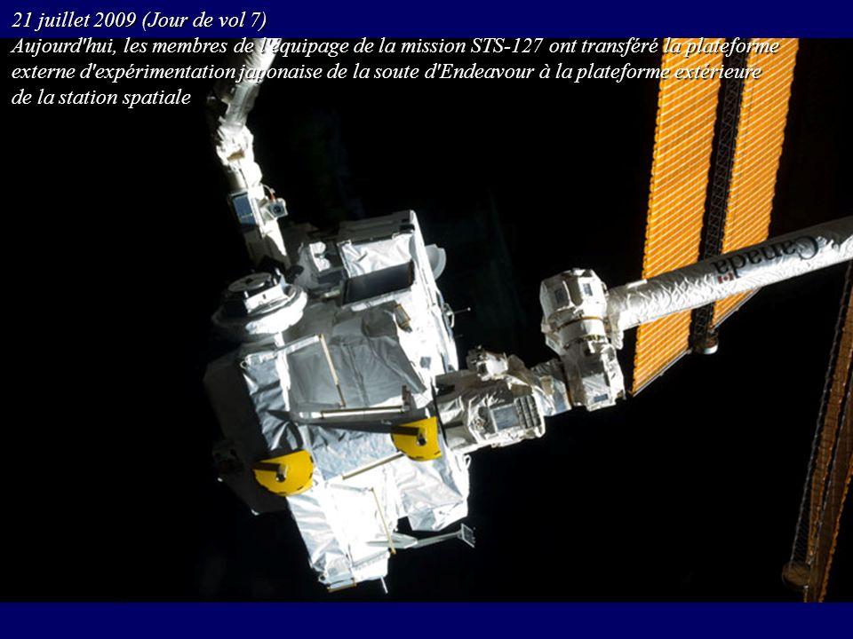 21 juillet 2009 (Jour de vol 7) Aujourd'hui, les membres de l'équipage de la mission STS-127 ont transféré la plateforme externe d'expérimentation jap