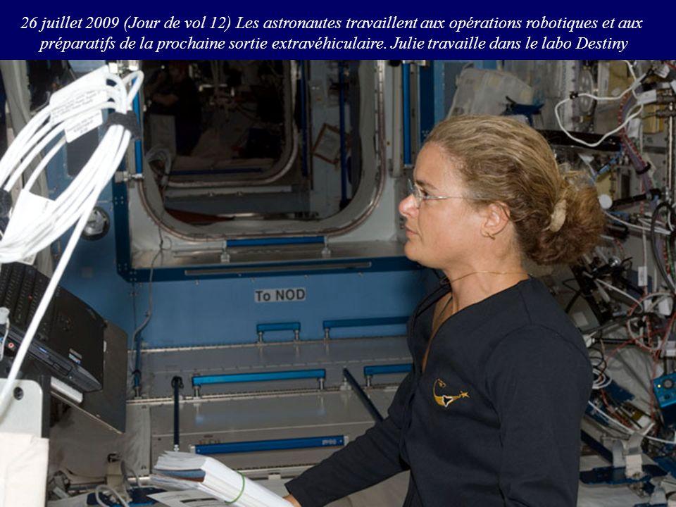 26 juillet 2009 (Jour de vol 12) Les astronautes travaillent aux opérations robotiques et aux préparatifs de la prochaine sortie extravéhiculaire. Jul