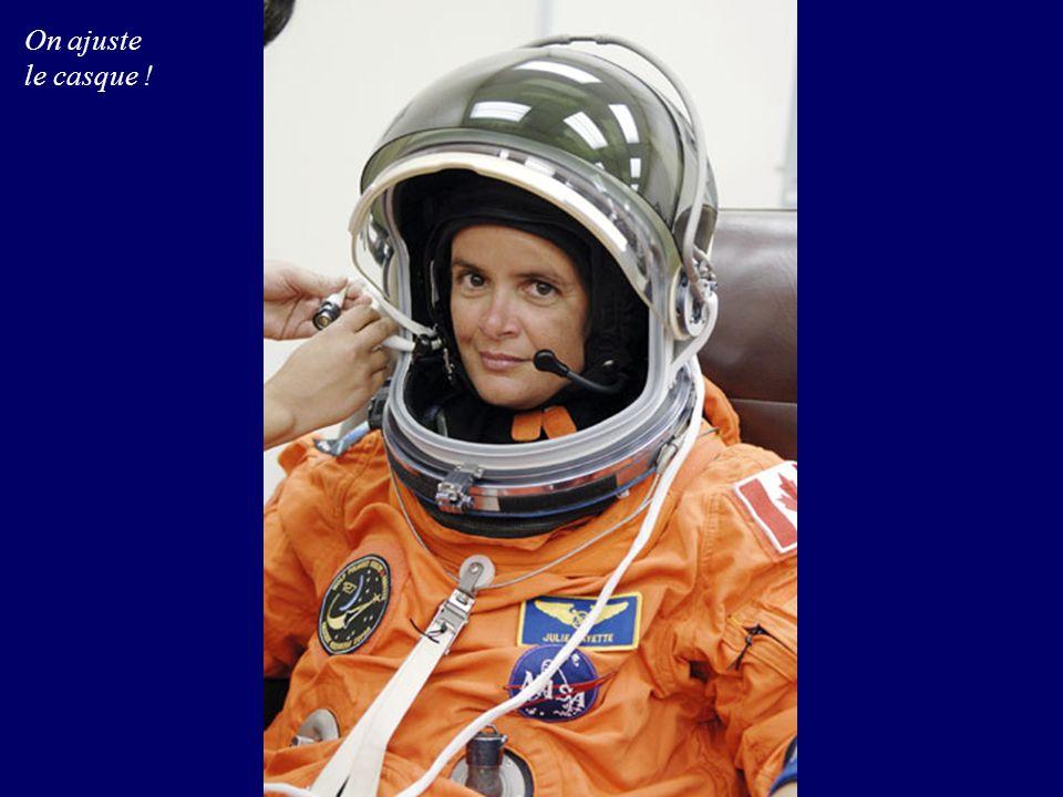Au jour 3, Julie Payette a rejoint Robert Thirsk à la station spatiale, il y passera 6 Mois, c est la première fois que deux astronautes canadiens sont dans l espace en même temps
