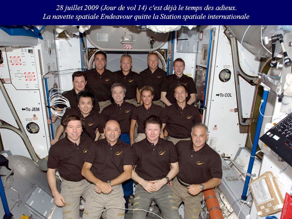 28 juillet 2009 (Jour de vol 14) c'est déjà le temps des adieux. La navette spatiale Endeavour quitte la Station spatiale internationale