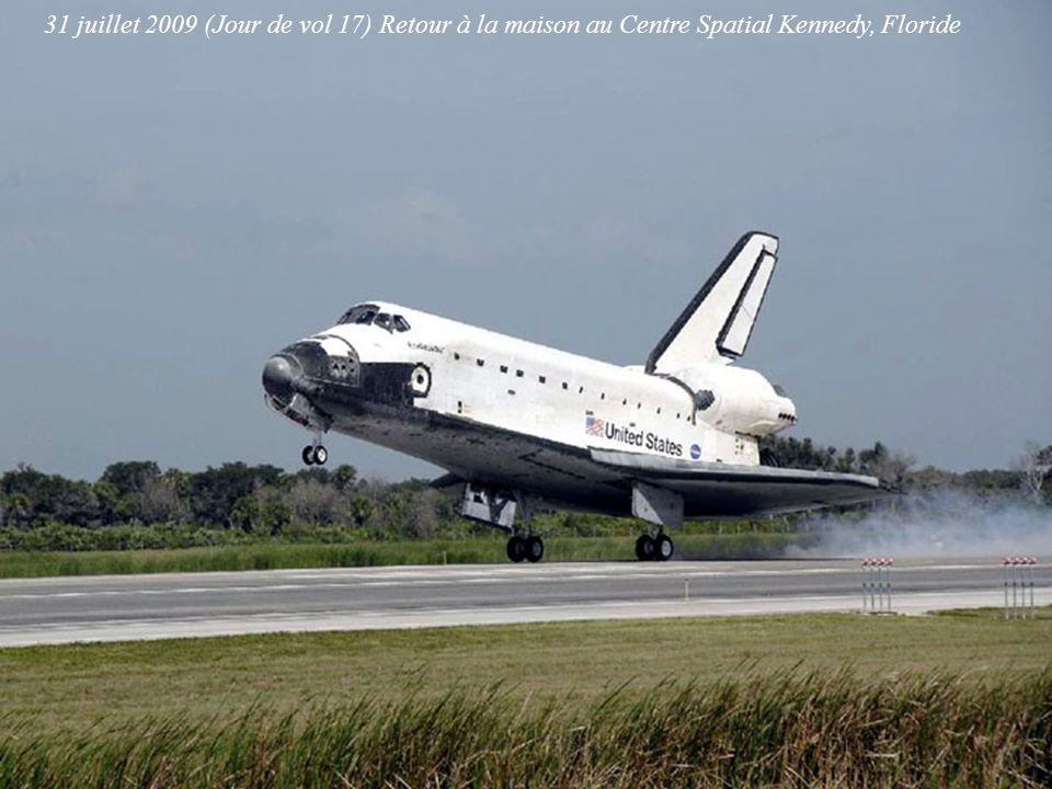31 juillet 2009 (Jour de vol 17) Retour à la maison au Centre Spatial Kennedy, Floride