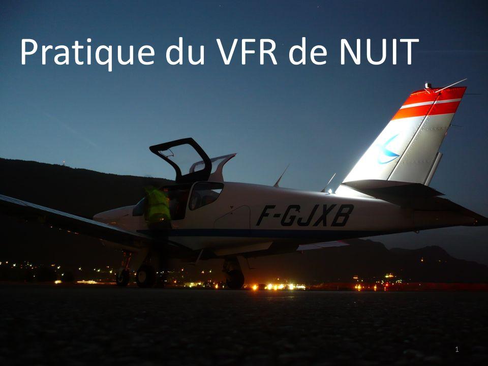 VFR de NUIT 1/ Utilité concrète 2/ Pré-requis et/ou rappels 3/ Leçon théorique a réglementation b pilotage de nuit 4/ Questions 5/ Leçon pratique et exercices Rappel : les feux de navigation 42