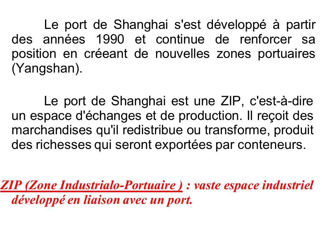 Le port de Shanghai s'est développé à partir des années 1990 et continue de renforcer sa position en créeant de nouvelles zones portuaires (Yangshan).