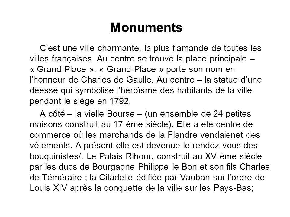 Monuments Cest une ville charmante, la plus flamande de toutes les villes françaises. Au centre se trouve la place principale – « Grand-Place ». « Gra