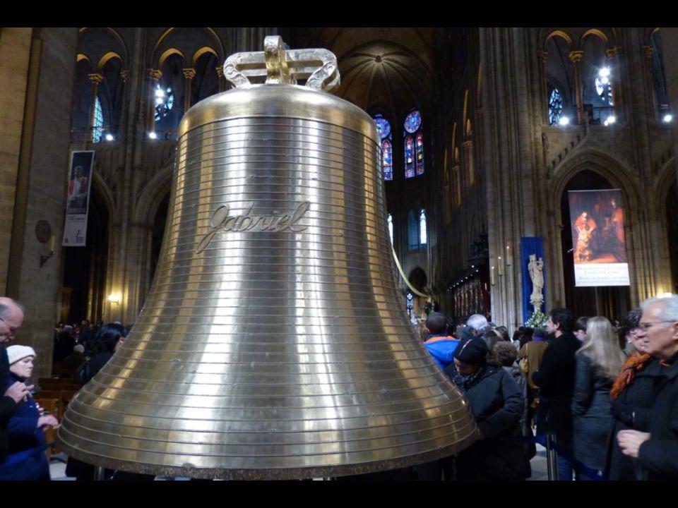 La cloche « Gabriel » 4162 kg - 182,8 cm de diamètre. LAnge Gabriel apporta lannonce de la venue du Sauveur.