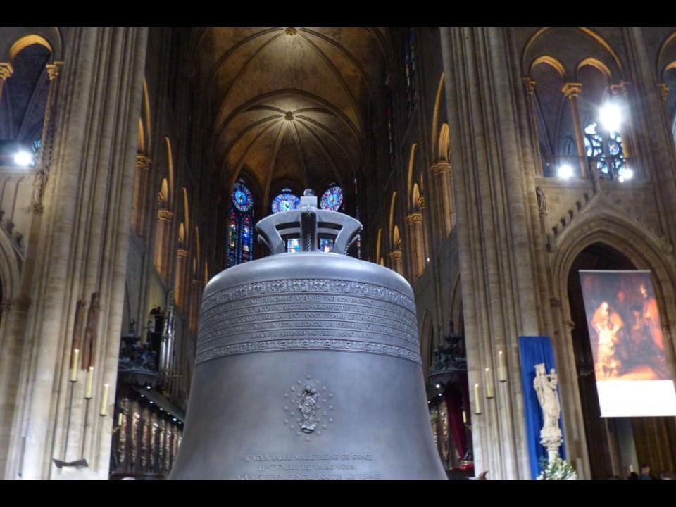 Le bourdon « Marie ». 6023 kg - 206,5 cm de diamètre. En lhonneur de la Vierge Marie, et tout particulièrement protectrice de cette église- cathédrale