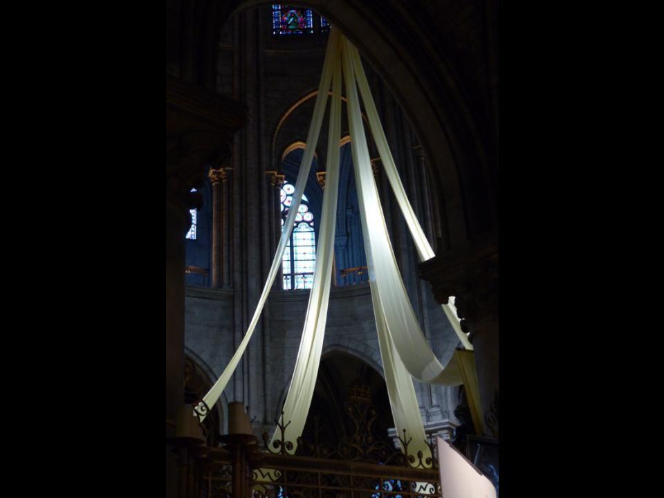 Le chœur : vitraux du XIIe siècle