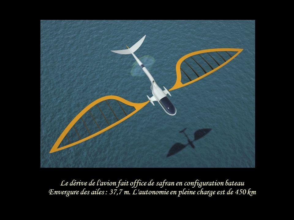 Les voiles montées sur rotule peuvent adopter différents degrés d'inclinaison pour s'adapter au vent Les gréements ont presque 17 mètres de haut, pour