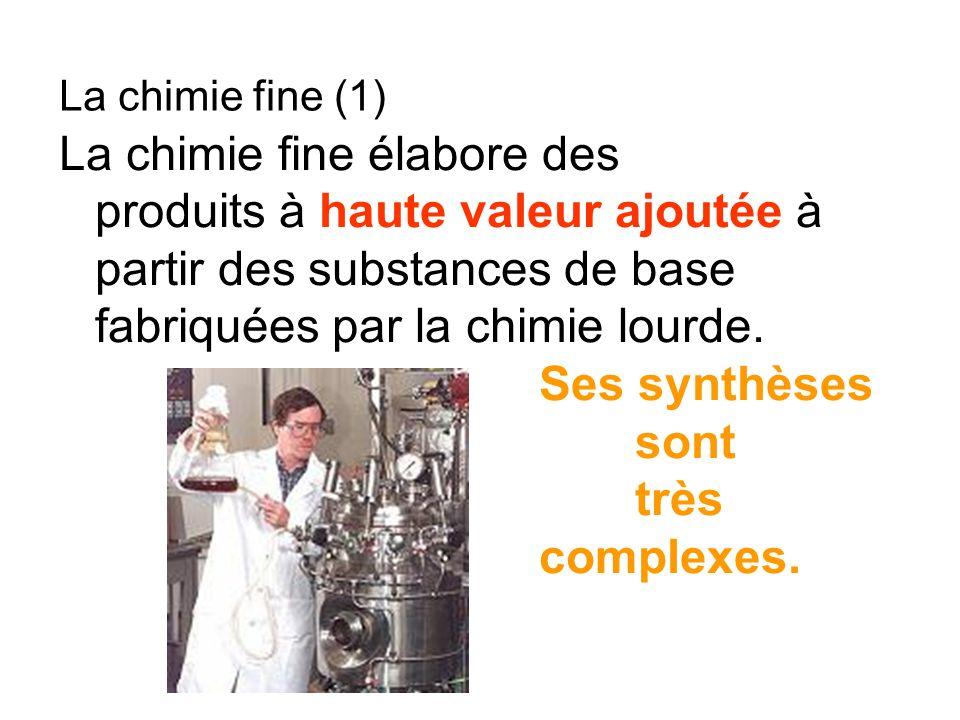La chimie fine élabore des produits à haute valeur ajoutée à partir des substances de base fabriquées par la chimie lourde. Ses synthèses sont très co
