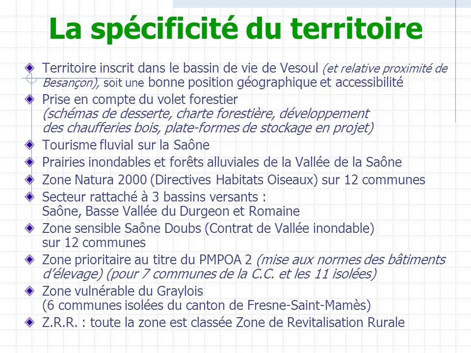La spécificité du territoire Territoire inscrit dans le bassin de vie de Vesoul (et relative proximité de Besançon), soit une bonne position géographique et accessibilité Prise en compte du volet forestier (schémas de desserte, charte forestière, développement des chaufferies bois, plate-formes de stockage en projet) Tourisme fluvial sur la Saône Prairies inondables et forêts alluviales de la Vallée de la Saône Zone Natura 2000 (Directives Habitats Oiseaux) sur 12 communes Secteur rattaché à 3 bassins versants : Saône, Basse Vallée du Durgeon et Romaine Zone sensible Saône Doubs (Contrat de Vallée inondable) sur 12 communes Zone prioritaire au titre du PMPOA 2 (mise aux normes des bâtiments délevage) (pour 7 communes de la C.C.