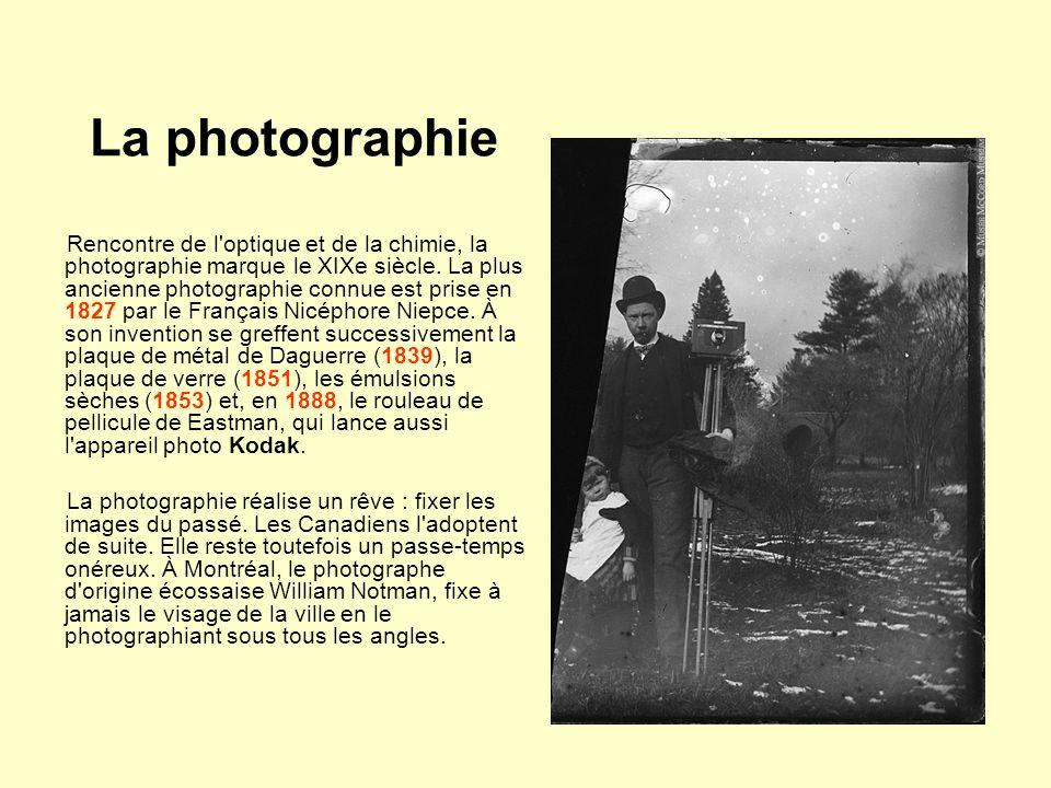 La photographie Rencontre de l'optique et de la chimie, la photographie marque le XIXe siècle. La plus ancienne photographie connue est prise en 1827