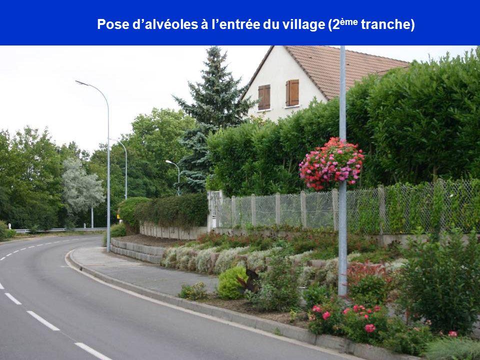 Pose dalvéoles à lentrée du village (2 ème tranche)