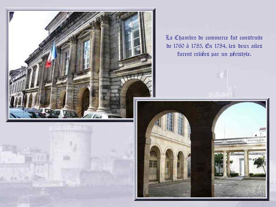 La cathédrale Saint-Louis fut construite à partir de 1742, en partie à lemplacement du grand temple, sur les plans de Jacques Gabriel, premier archite