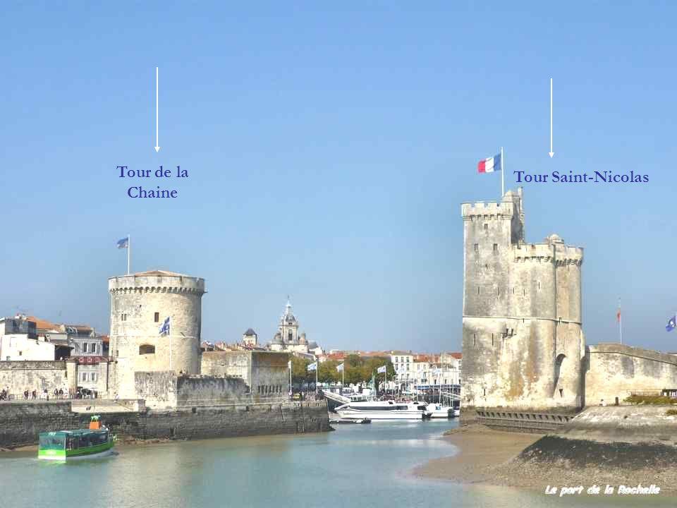 Xe siècle Village de pêcheurs, fondé au Xe siècle sur une plate-forme rocheuse au milieu des marais, La Rochelle devient dès le XIIe siècle un port im