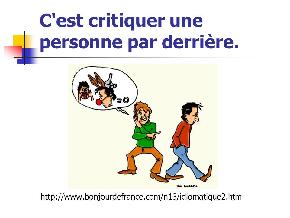C'est critiquer une personne par derrière. http://www.bonjourdefrance.com/n13/idiomatique2.htm