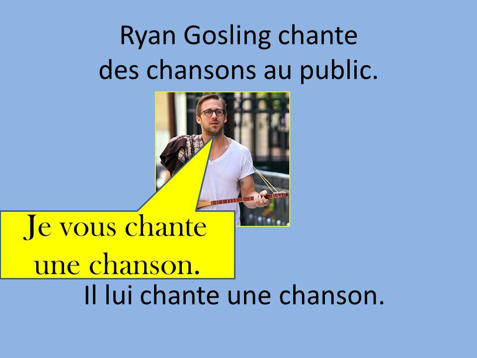 Ryan Gosling chante des chansons au public. Il lui chante une chanson. Je vous chante une chanson.