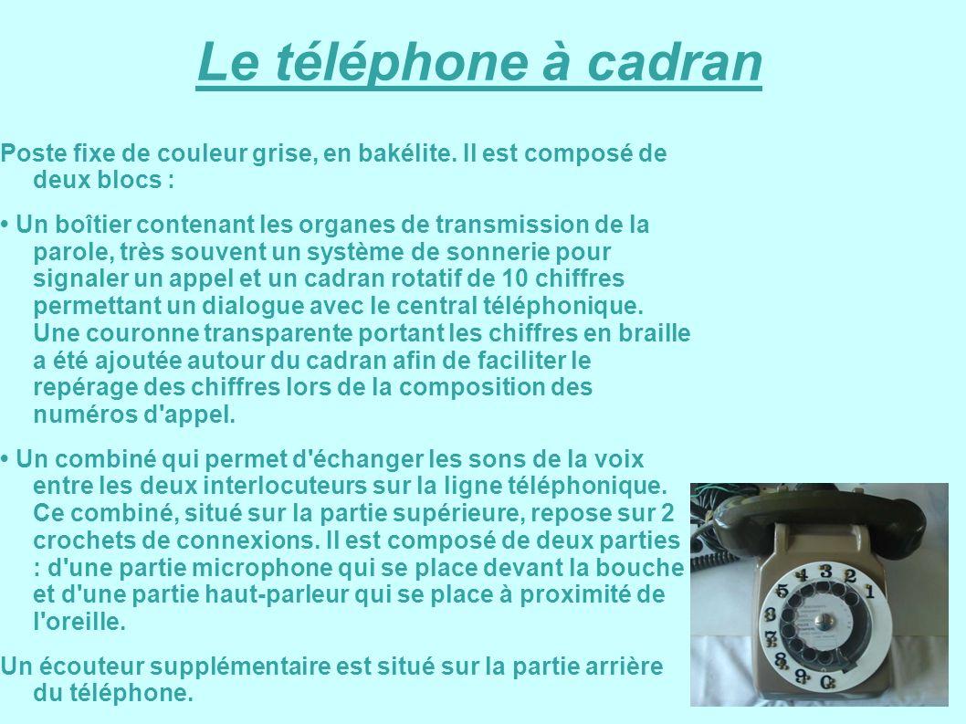 Le téléphone à cadran Poste fixe de couleur grise, en bakélite. Il est composé de deux blocs : Un boîtier contenant les organes de transmission de la