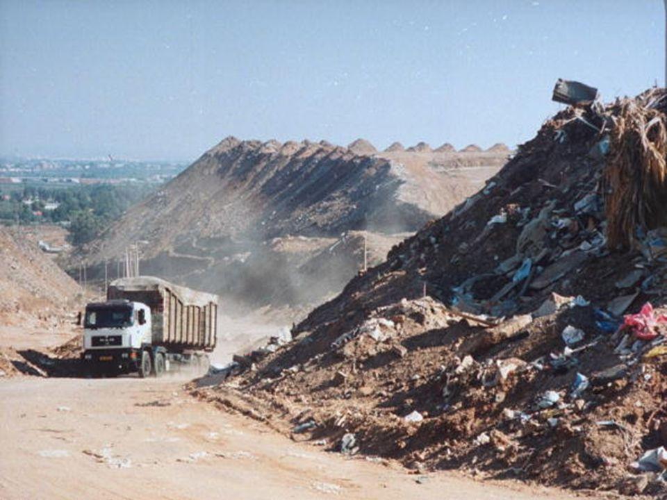 Pour sa fabrication, son transport, sa mise en vente, etc… un GSM de quelques dizaines de grammes a créé 75 kg de déchets Source : Umicore