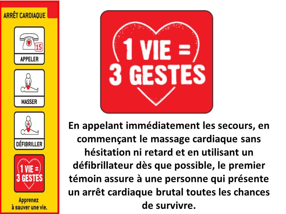 En appelant immédiatement les secours, en commençant le massage cardiaque sans hésitation ni retard et en utilisant un défibrillateur dès que possible