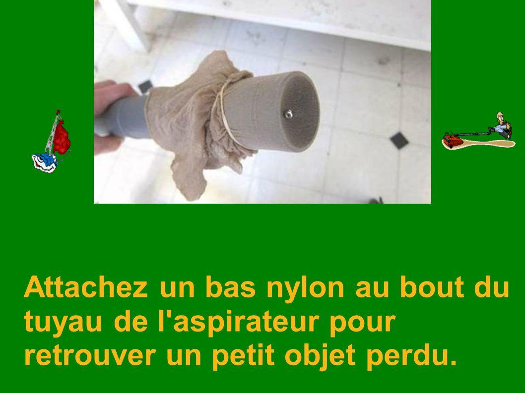 Attachez un bas nylon au bout du tuyau de l'aspirateur pour retrouver un petit objet perdu.